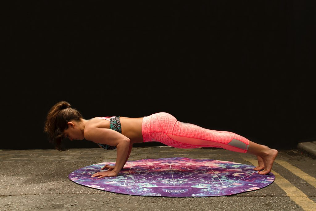 lady in npink leggings doing the plank